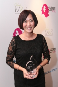 Receiving Mediacorp's Singapore Woman Honoree Award 2013 (Photo Credit: Mediacorp)