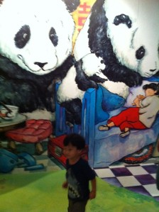 Caleb in front of Sandra Lee's mural of Goldilocks & The Three Bears (Asian flavoured) at the Singapore Art Museum
