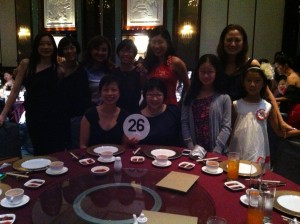 """MGS Founder's Day dinner at Shangri-La Hotel - 8 """"old girls"""" with 2 young ones"""