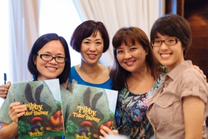 With my illustrator Jade Fang (L) and MGS schoolmate Shirley (R)& daughter Becky
